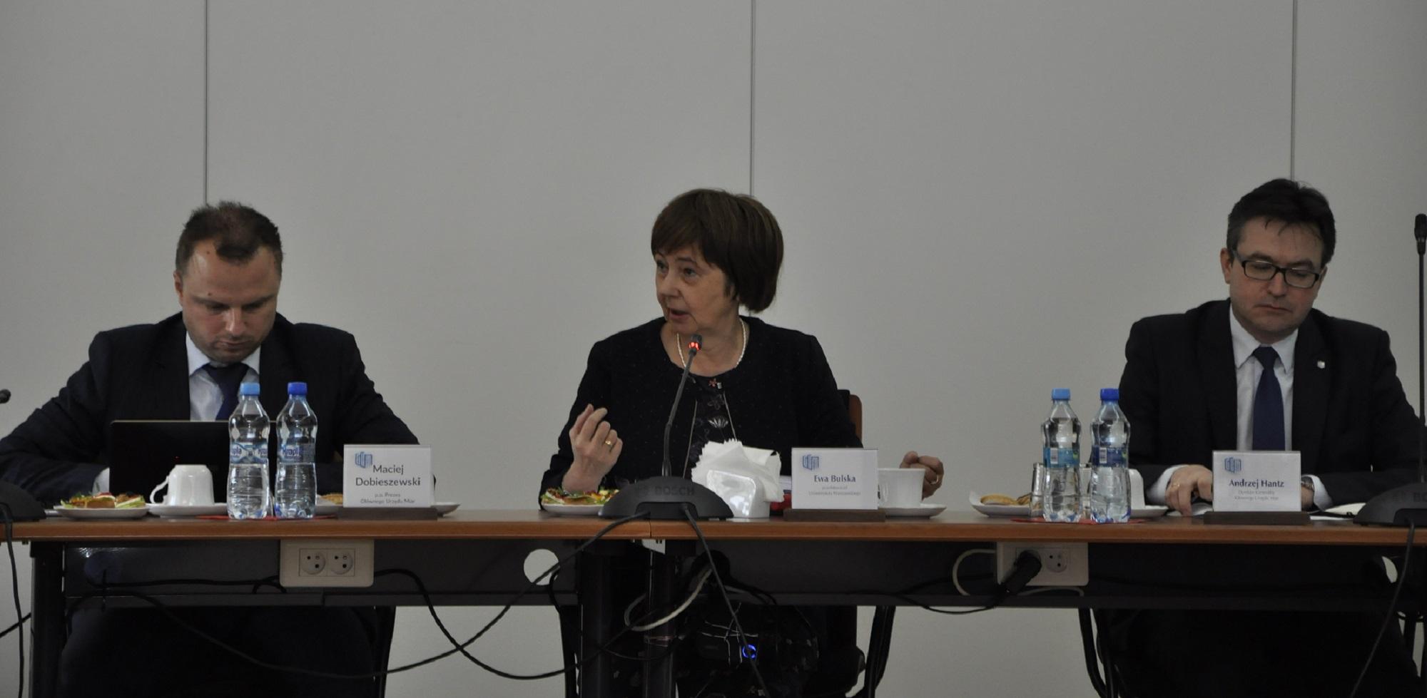 Na zdjęciu od lewej: p.o. Prezesa GUM Maciej Dobieszewski, Przewodnicząca Rady Metrologii prof. Ewa Bulska, Dyrektor Generalny Urzędu Andrzej Hantz